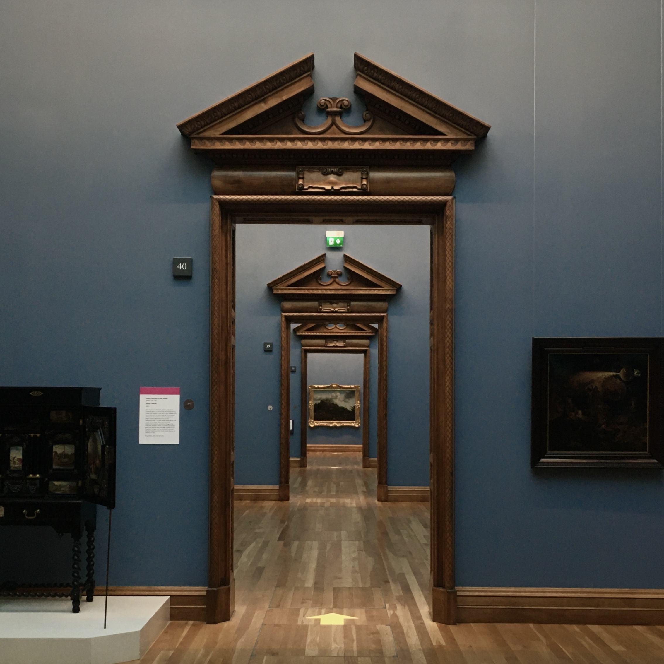Concentric doorways in the National Gallery
